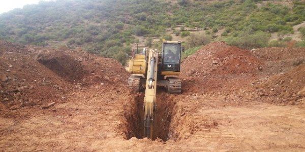 """Excavación para la instalación de titubearía en la base del dique """" EJECUCION DE PRESA DE RELAVES PROYECTO PLANTA DE BENEFICIO USAYMA"""""""